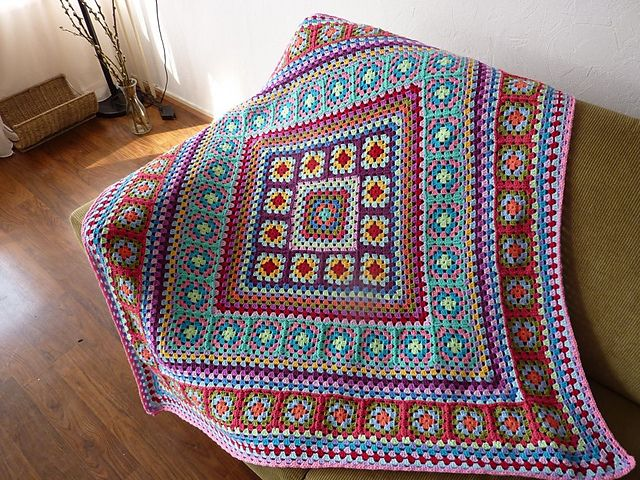 Wendy Blanket - Great granny crochet blanket, plus a free pattern on Ravelry: