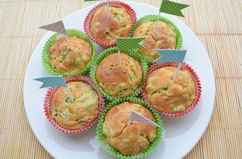 Muffin salati alle verdure (ingredienti (per 9 muffin): 250 g di scarti di verdura crudi (un po' meno se già cotta), 150 g di farina di tipo 1, 25 g di Parmigiano grattugiato, 40 g di olio extra vergine di oliva, 125 g di latte vegetale (io ho usato latte di avena), mezza bustina scarsa di polvere lievitante)