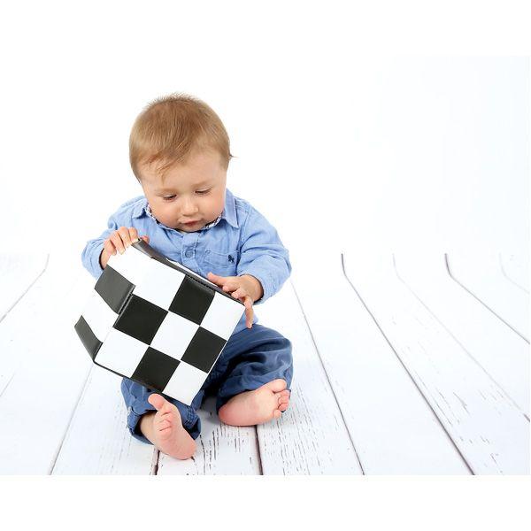 Czarno-biała kostka kontrastowa do stymulowania wzroku dziecka #visual #stimulation #infants #baby #view #moje #bambino  http://www.mojebambino.pl/percepcja-wzrokowa/10897-kostka-kontrastowa-bialo-czarna.html