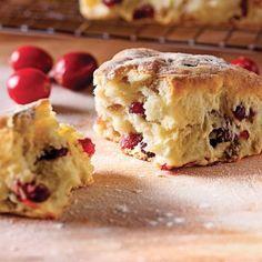 Les scones, c'est LA douceur anglaise que les Britanniques consomment au déjeuner ou à l'heure du thé. Une savoureuse collation qui plaira à toute la maisonnée!