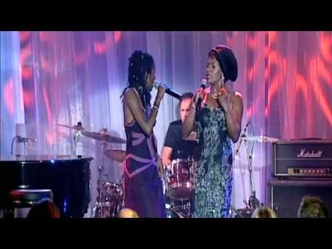 ▶ Deni Hines & Marcia Hines - Ain't No Sunshine - YouTube