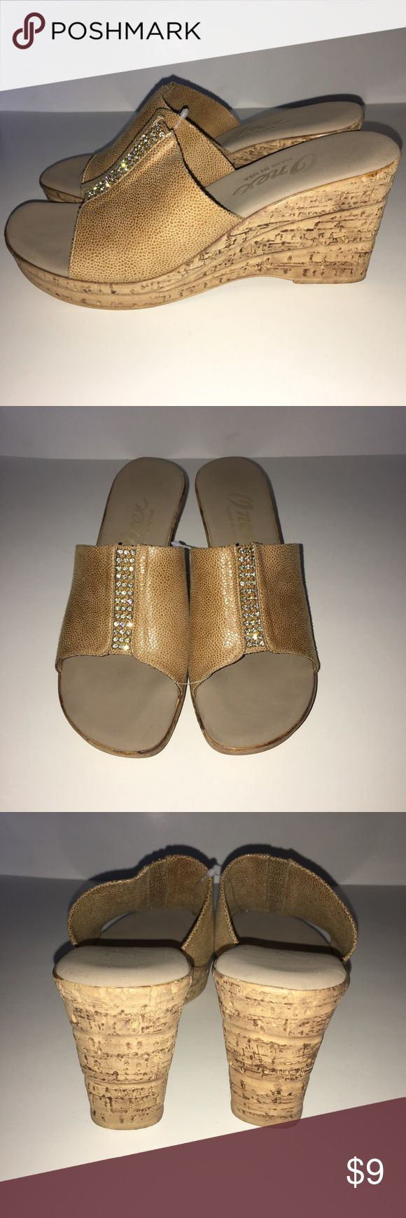 ✅2 for $15 Like New Beige Platforms Shoes are like new! Combine with any item with a ✅ for a $15 bundle or add three more items for 30% Off Bundles. onex Shoes Platforms