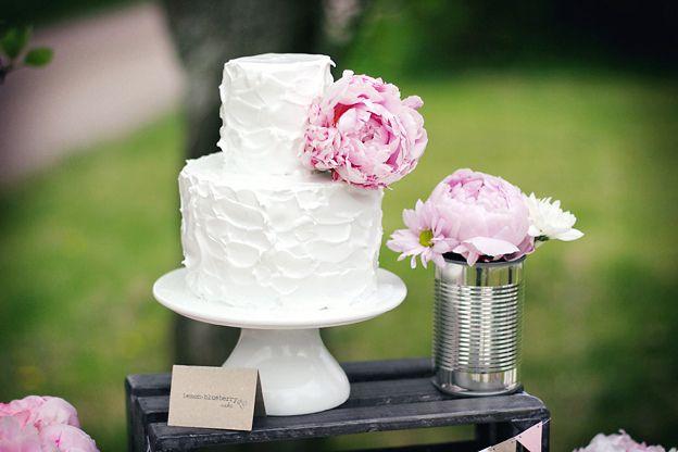 cake+peonyPink Desserts, White Cake, Cake Ideas, Tins Cans, Wedding Cake, Flower, Peonies, Cupcakes Rosa-Choqu, Simple Cake