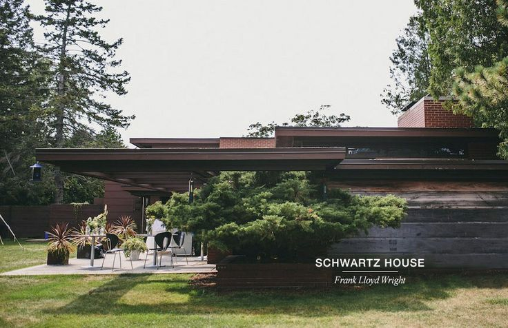 Next to lake Michigan, near Milwaukee, the Schwartz house designed by the great architect Frank Lloyd Wright. Globus chairs by STUA complement the setting to enjoy an incomparable terrace. (Chairs from Design Within Reach)