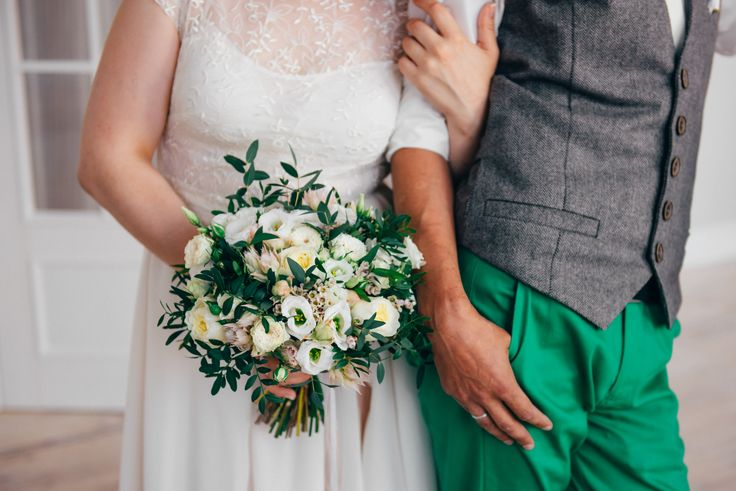 Bridal bouquet of brunia blishing bride, eustoma, spray roses, pisticia, garden roses
