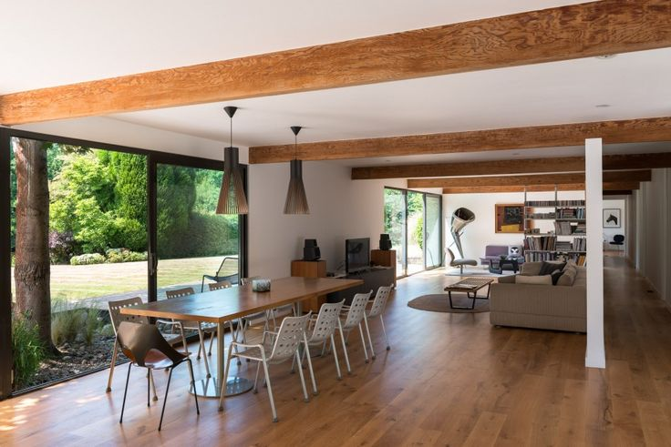 Situated on a tranquil plot of approximately an acre on a private road near Stoke Poges on the Buckinghamshire / Berkshire border, this house is an exemplary refurbishment and extension of a 1950s single storey house located close to London. Originally created for a pharmaceuticals executive and his American wife, the house was designed to […]