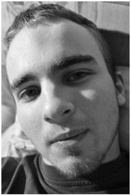 Martin Hlinka je podnikateľ, podnikavec, webpreneur, autor 4 e-kníh a jedného webu s myšlienkou, ktorá tu ľuďom dlho chýbala. Odporca tradičného vzdelávania, spochybňovač autorít v školstve a inovátor. Inak som študent gymnázia, teraz maturujem, mám 19 rokov.