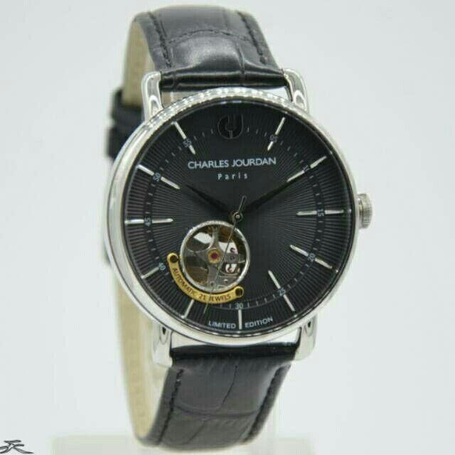 Saya menjual Jam Tangan Pria Charles Jourdan CJ 1009 Automatice Silver Leather Original seharga Rp2.120.000. Dapatkan produk ini hanya di Shopee! https://shopee.co.id/azshop30/270453058 #ShopeeID