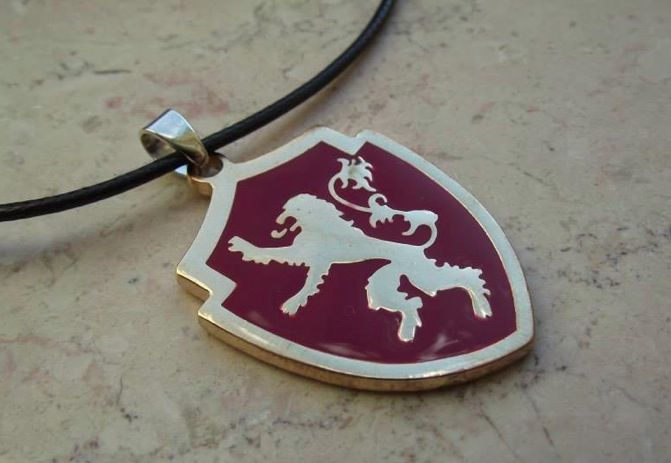 Collana Lannister. Prezzo standard: 6 euro.