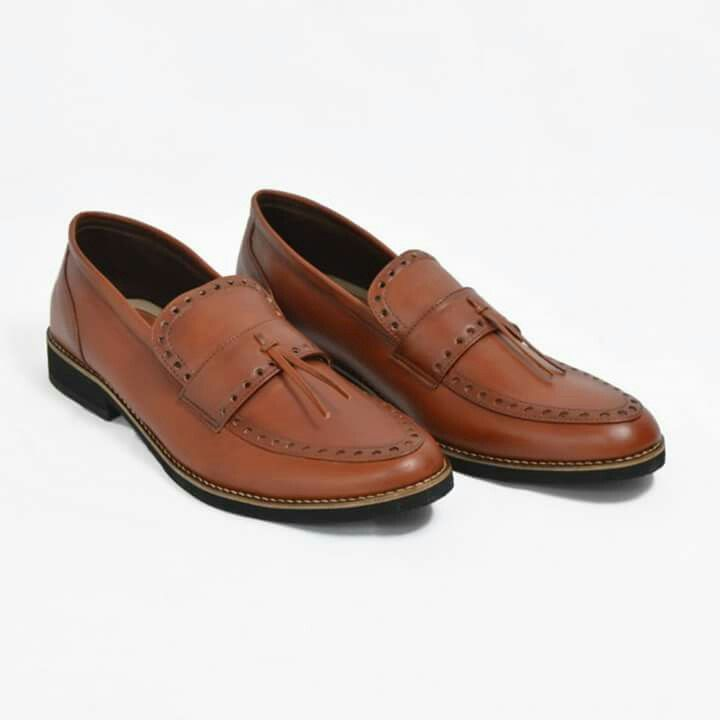 New Giant Pietra Brown  Price : Rp 270.000,-   Delivery from Bandung, Indonesian  Size 39-45  Materials Lak Leather & Rubber Outsole  www.sepatutrabass.com  Pin BBM  : 5C699DC3  HP/WA    : 085752061333  #GiantFlames #cowok #guy #Bandung #indonesia #nusantara #kaskus #sepatu #sepatutrabass #jualanku #jualan #laki #vintage #man