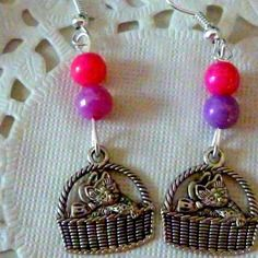 Bijoux  fantaisie enfant : boucles d'oreilles chat dans son panier et perles rose et violette@laboutiquedenath