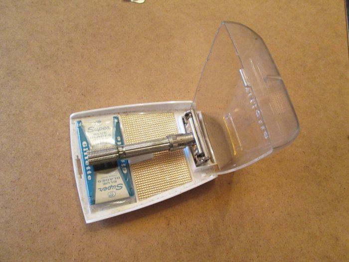 Online veilinghuis Catawiki: Vintage 1963 (l-1) Gillette Slim verstelbaar (1-9) veiligheidsscheermes TTO in doos)