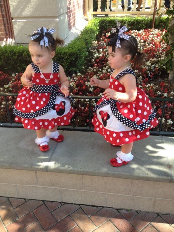 Peekaboo Minnie Med rojo vestido