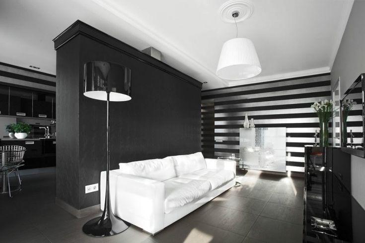 Tapeten mit horizontalen Streifen in silber und schwarz