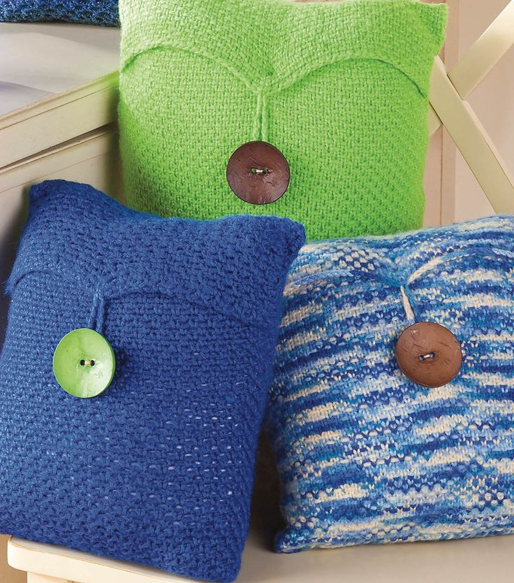Linen Stitch Pillows with a button accent = perfection.