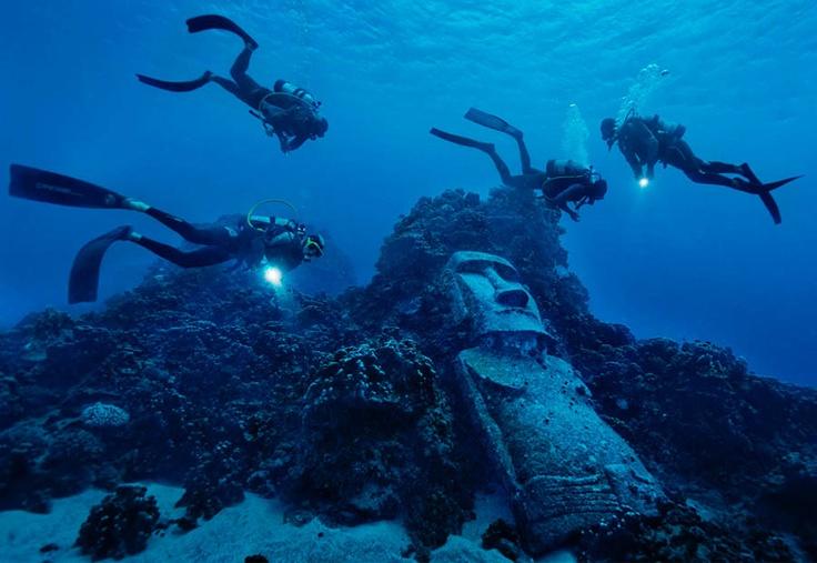 Moai underwater in Easter Island / Moai Sumergido en Rapa Nui