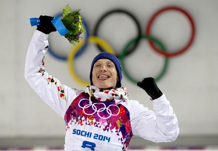 NA BEDNĚ. Český biatlonista Ondřej Moravec vybojoval stříbro ve stíhacím závodu na 12,5 kilometru. (10. února 2014)