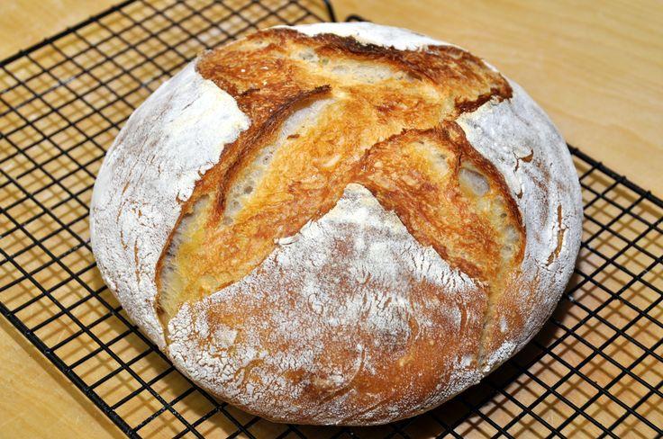 Ecco una video ricetta semplice per fare il pane tipo cafone in casa in senza bisogno dell'impastatrice.