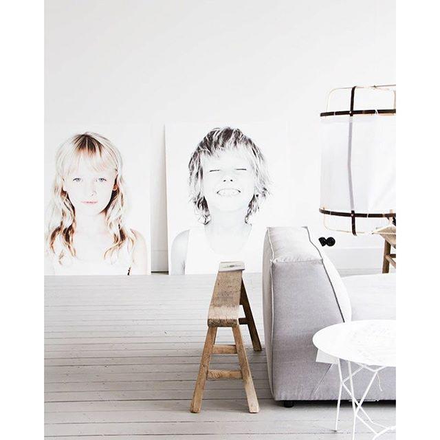 En zo maak je het ook persoonlijk. Zo mooi! http://www.inrichting-huis.com/groot-kunstwerk-aan-de-muur/ #kunst #art #woonkamer #livingroom #wohnzimmer #vardagsrum #interior #interieur #interior123 #interior4all #interiordesign #bolig #boligpluss #boligindretning #nordicinspiration #nordic #scandinavian #scandinaviandesign #ayilluminate
