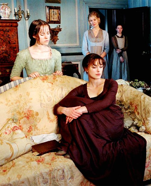 Jenna Malone (Lydia Bennet), Keira Knightley (Elizabet Bennet), Rosamund Pike (Jane Bennet) & Talulah Riley (Mary Bennet) - Pride & Prejudice (2005) #janeausten #joewright