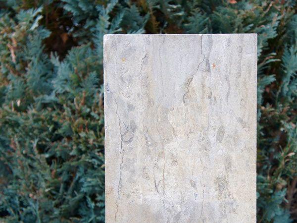 Der Hingucker: Marmorsäule für den Garten - robust & langlebig
