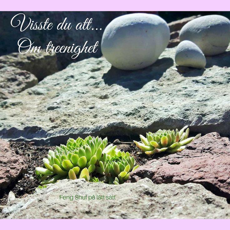 Visste du att 3 stenar i olika storlek kan vara en symbol för treenighet som i Familj (mor, far och barn) eller Människan på Jorden, under Himmelen?  Vad skulle de kunna symbolisera för dig? Ha en fin kväll <3 Maria och Marianne #fengshuipålättsätt