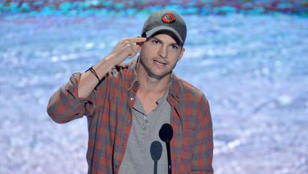 Ashton Kutcher reveals real name, gives incredible speech at Teen Choice Awards