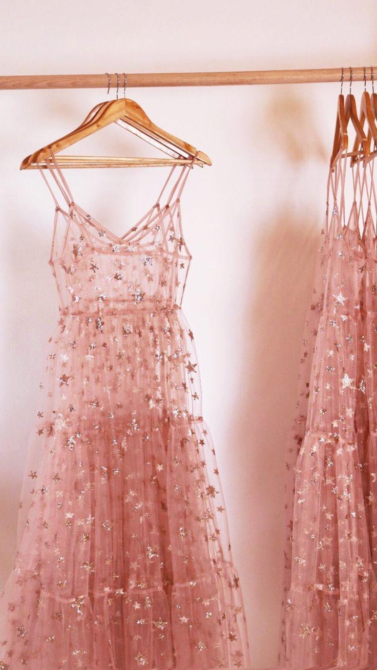 ein Kleid mit Sternen □ • ° ○ • ° ▪