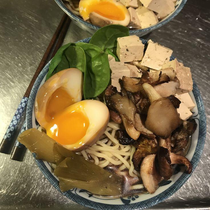 Japansk ramen med svamp och tofu