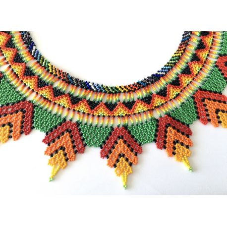 Collar Chaquiras realizado a mano por la tribu Embera de Colombia.