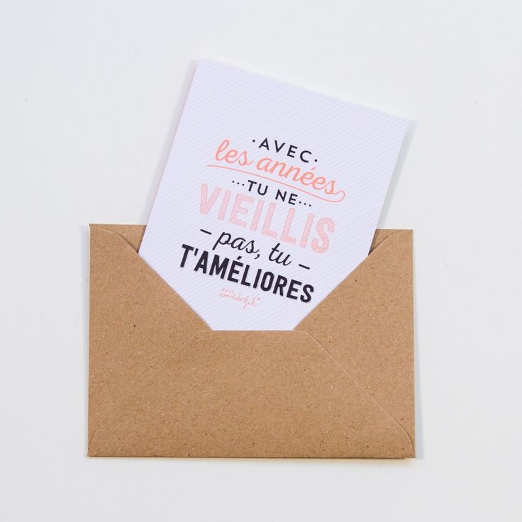 """Carte Anniversaire 🎈 """"Avec les années tu ne vieillis pas, tu t'améliores"""" pour souhaiter un joyeux anniversaire à un proche qui se bonifie avec le temps. La carte est signée Mr Wonderful, une marque de papeterie espagnole, il s'agit d'une carte double, vierge à l'intérieur, rose au dos, et fournie avec une enveloppe kraft sur l'eshop de @bonjourbibiche #carte #anniversaire #mrwonderful"""