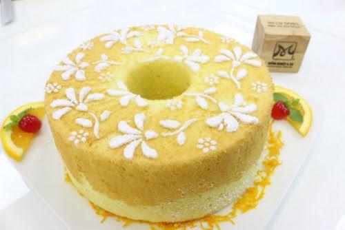 Bánh orange chiffon là món bánh có hương vị thơm mùi cam và khi ăn thì mềm xốp cực kì. Bạn có thử làm bao giờ chưa?