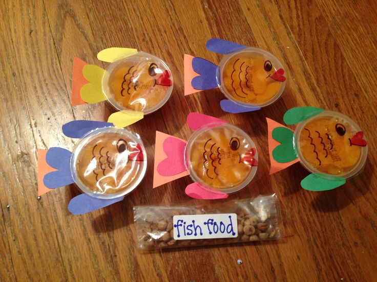 "Ocean themed preschool snack (minus the peanut ""fish food"")"