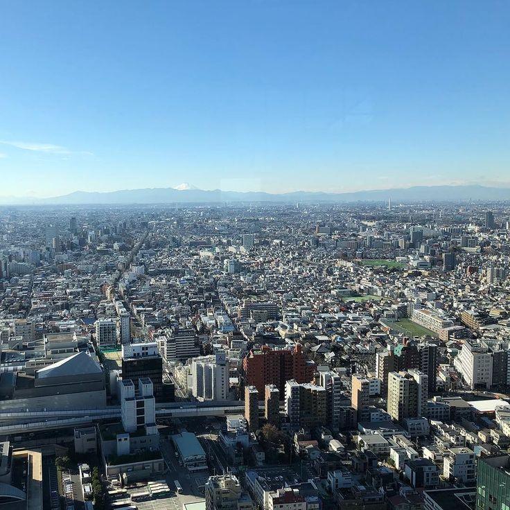ちょっと早くついたのでパークハイアットのラウンジで動画編集 . 来年1発目放送分です 富士山が見えたらなんか得した気がするのは気のせいでしょうか . #パークハイアット  #パークハイアット東京  #景色  #景色綺麗  #景色最高  #高層階  #ラウンジ  #動画  #動画編集  #ホテルマン  #成功者  #旅行 #フリーター  #コンサルティング  #サービス業 #自由 #自由人 #iPhoneX #達成感 #起業 #開業 #コンサル #ホテルライフ #集客 #コンサルタント #ブランディング #渡辺シンスケ  #ファイブスターブランディング大学 #ファイブスターブランディングクラブ