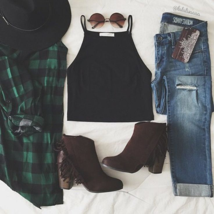 Grunge outfit idea nº15: Green plaid shirt, torn jeans, cowboy tassel boots, wide brim hat, brown tinted glasses, and black sleeveless T - http://ninjacosmico.com/23-awesome-grunge-outfits/