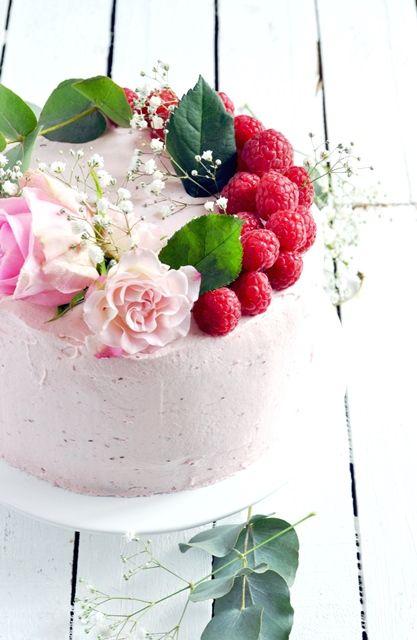 Layer cake à la rose et aux framboises