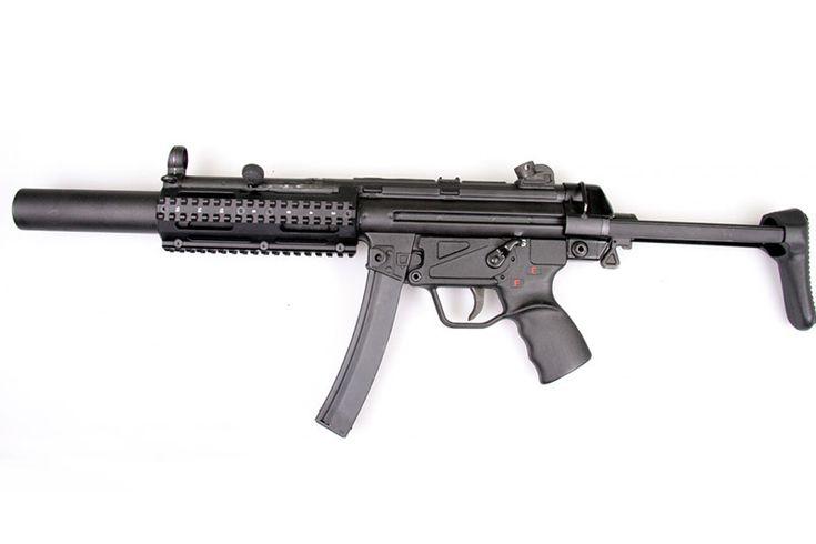 Охотничий карабин RA-5  Охотничий карабин RA-5 представляет собой один из вариантов гражданского оружия популярного и очень известного немецкого пистолета-пулемета Heckler & Koch MP5. #вооружение #оружие #солдат  https://mensby.com/technology/guns/7683-hunting-carbine-ar-5