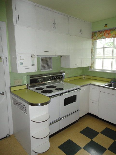 Would love to have this kitchen...now if it was only in turquoise!