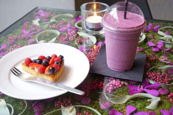 ついに3月になり春の訪れを感じる季節になりました。桜が咲くのはもう少し先ですが一足お先き春の訪れを感じてみませんか?この記事では春らしい、お花に囲まれたカフェやサクラ色のスイーツが楽しめる都内のカフェを7つ紹介します。(※掲載されている情報は2018年2月に公開したものです。必ず事前にお調べ下さい。)