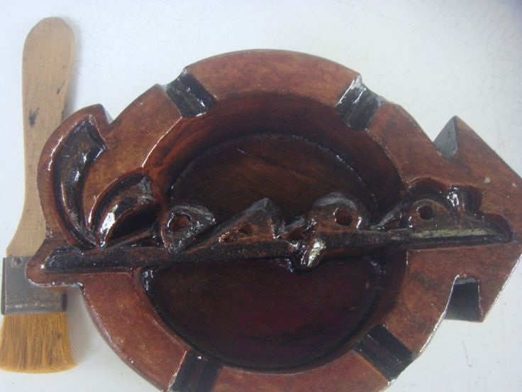 Asbak kayu model Vespa Stiker Spesifikasi : Bahan : Kayu jati Kondisi : masih baru djual : hub. 081 324 153 351