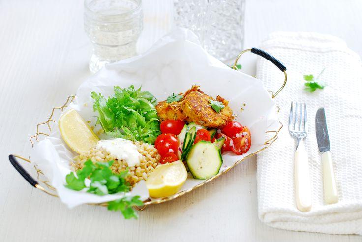 Kryddiga falafelbiffar med solroskärnor & krispig sallad