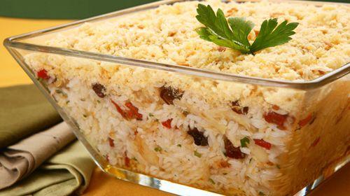 Rendimento6 porções Ingredientes5 colheres (sopa) de azeite300 gramas de bacalhau dessalgado e desfiado1 e meia xícara (chá) de arroz1 sach ...
