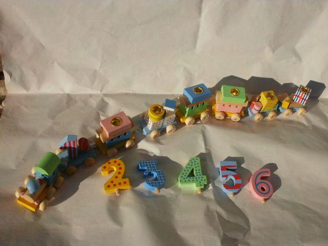 perchè non mettere le candeline di compleanno su un bellissimo trenino in legno, completo di numeri fino al sei. Gioco divertente