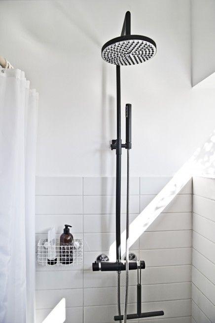 25 beste idee n over zwarte douche op pinterest zwarte badkamers zwarte badkamer inrichting - Zwarte hoek bad ...
