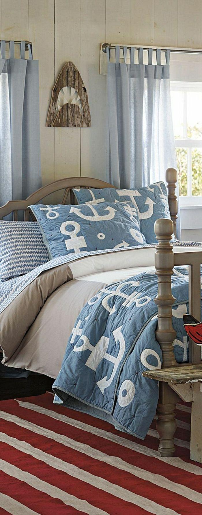 la chambre marine, deco maison bord de mer. décoration mer,rideaux longs bleus