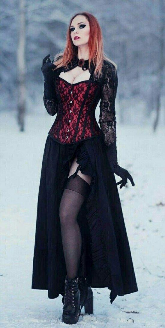 Gothic Schmuck und Kleidung. Für viele Leute, die es mögen, Gothic