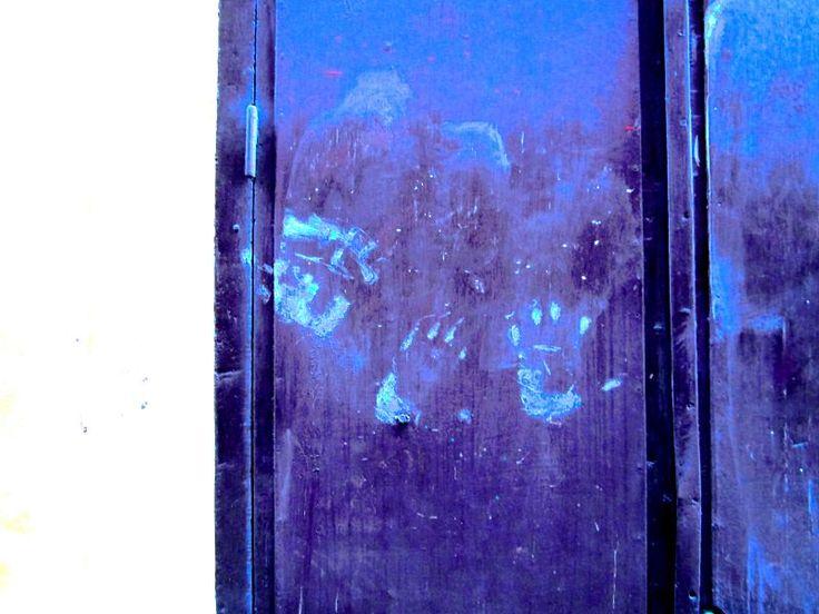 Satu Ylävaara (@SatuYlavaara) | Twitter. Kalliomaalaukset, töherrys ja katutaide Kalliomaalaus toimi ennen kommunikoinnin välineenä - kuten hyvä katutaide nykyään, Kalliomaalauksen kädenjälki, jättää jälkensä historiaan, nyt ja ennen,  Nämä kädenjäljet johdattavat Karinin ateljeeseen Tukholman vanhassa kaupunissa. Gamla stan, old town of Stockholm. Kalliomaalaukset, töherrys ja katutaide. Street art, cave art, urban art, early art. Katutaidetta, kalliomaalaus.