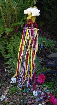 This could be a idea for a small version of a may pole.