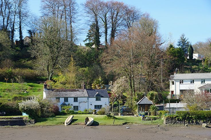 Cottages on the north bank of Lerryn Creek
