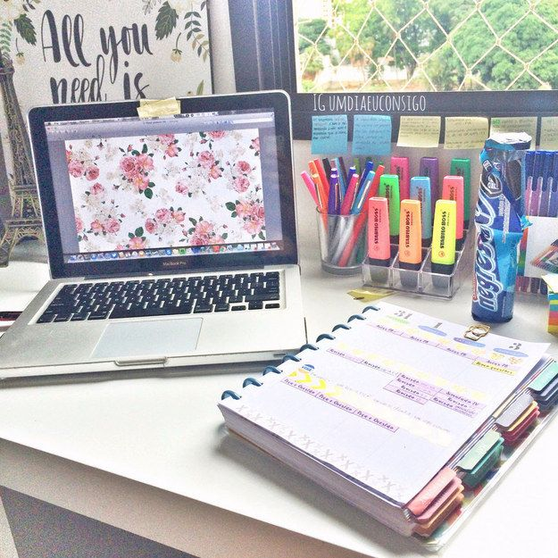 Suddenly I have an urge to go to an office supply store????? | 25 Studying Photos That Will Make You Want To Do Well In School For Once